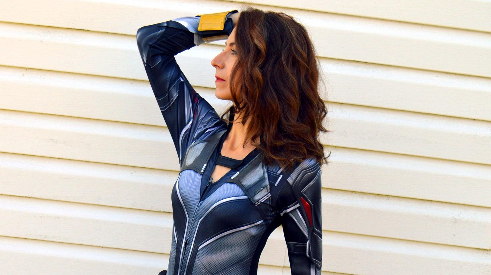 Plexi Cosplay in a Black Widow cosplay