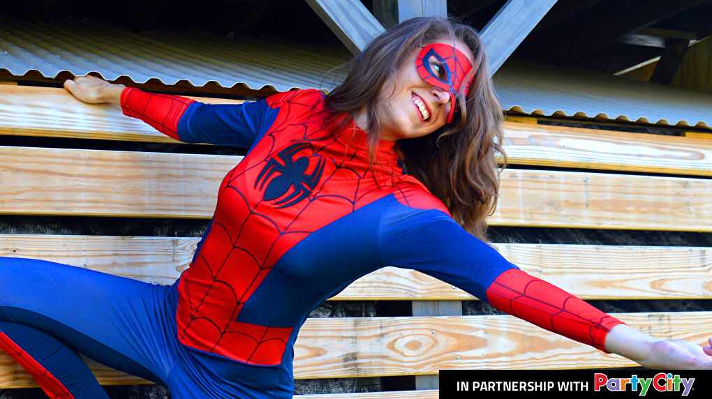 Plexi Cosplay in a Spidergirl cosplay