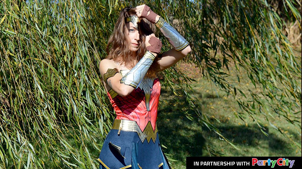 Plexi Cosplay in a Wonder Woman cosplay