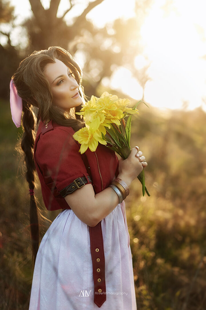 Holly T Wolf Aerith Gainsborough Cosplay from Final Fantasy VII