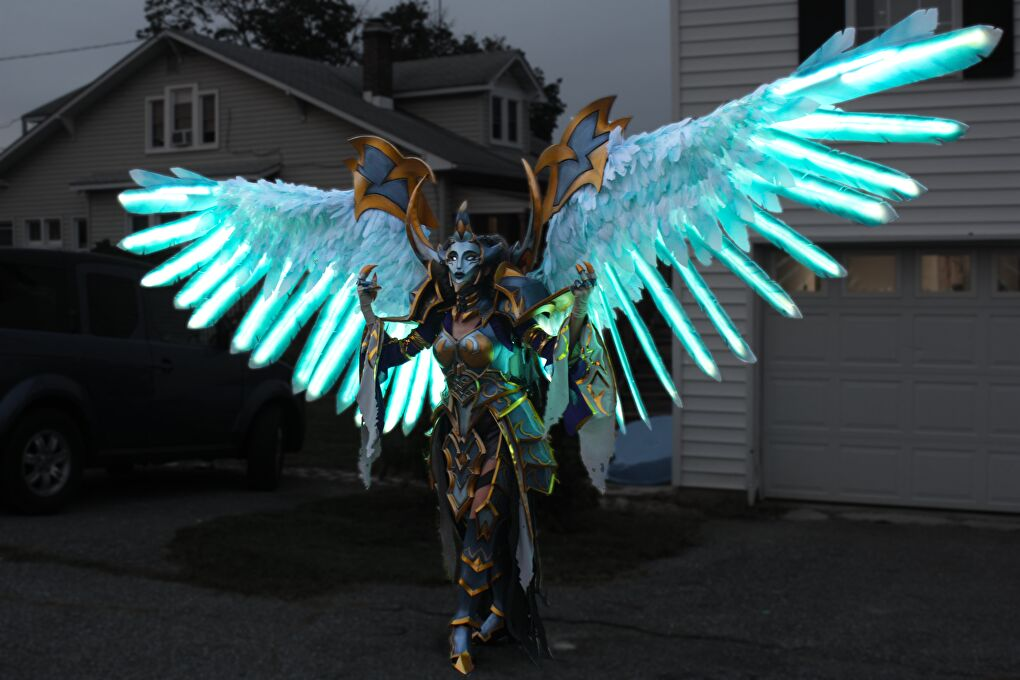 While the armor itself is crafted with EVA foam, the wings are most entirely created with LEDs sandwiched between layers of Plastazote. Cosplayer: PlexiCosplay